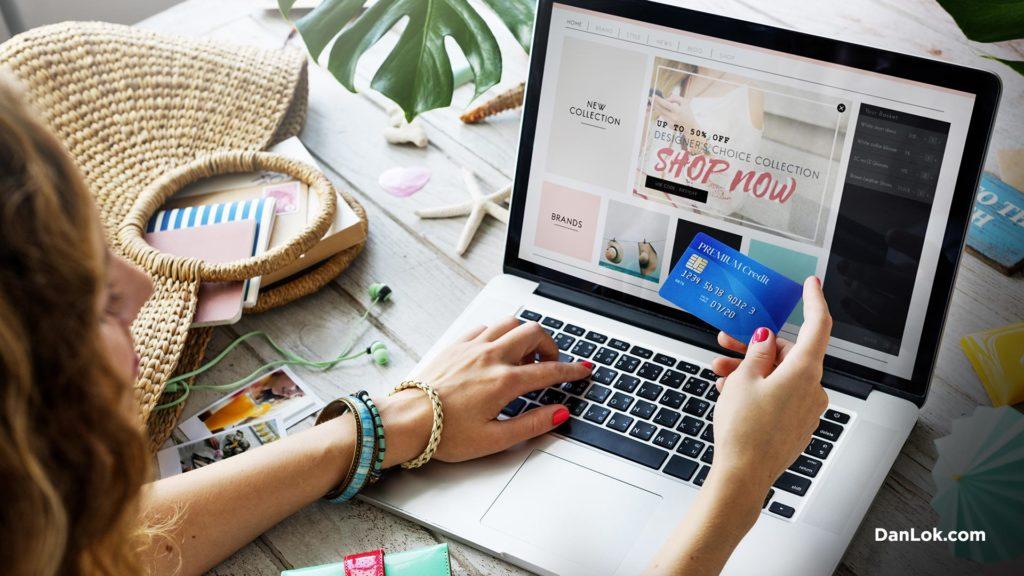 Online-Shopper auf Laptop